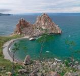 Вид на Скалу Шаманка, остров Ольхон